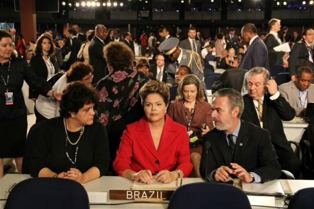 A presidente Dilma Rousseff e os ministros Antonio Patriota e Izabella Teixeira (foto de Pieter Zalis/UNIC)