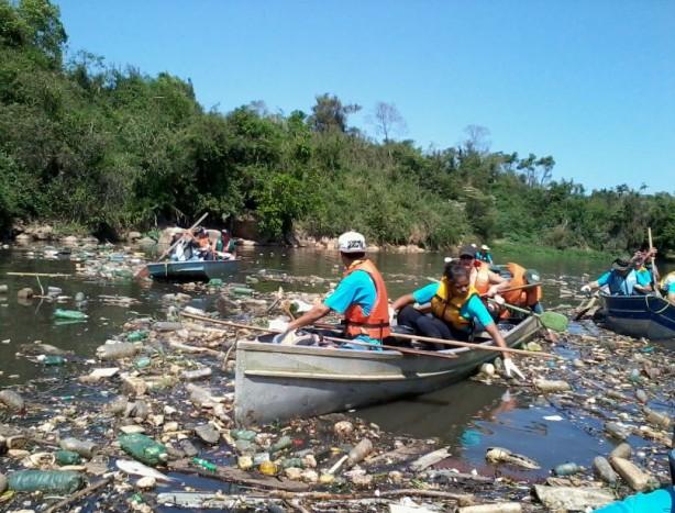 Resultado de imagem para rio sujo