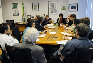Ministra do Meio Ambiente Izabella Teixeira e ONGs