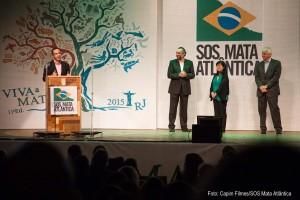 Mario Mantovani, diretor de Políticas Públicas, Marcia Hirota, diretora executiva, e Pedro Passos, presidente da Fundação se preparam para receber os homenageados.