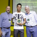 Homenageado Mauri Toledo (centro), com Roberto Klabin (esq.) e Pedro Passos (dir.).Foto: William Lucas-Inovafoto/SOS Mata Atlântica