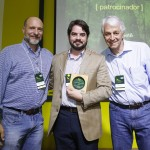 Ítalo Tadeu Filho, AES TIETÊ (centro), com Roberto Klabin (esq.) e Pedro Passos (dir.).