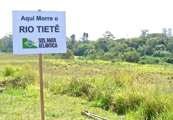 Placa em Mogi das Cruzes indica trecho em que o Tietê está quase morto