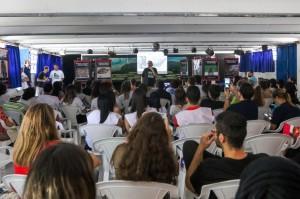 Mais de 100 voluntários presentes. Crédito: Ana Patrícia/ Inovafoto/ SOS Mata Atlântica