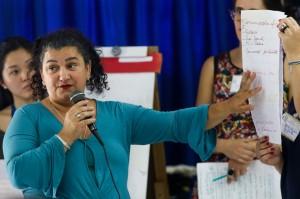 Ana Paula apresenta resultado das discussões de seu grupo Crédito: Ana Patrícia/ Inovafoto/ SOS Mata Atlântica